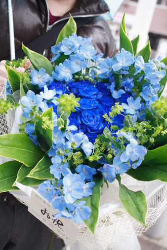 bluerosebouquet1.jpg
