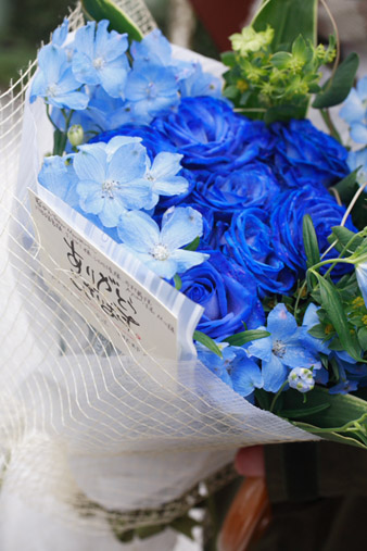 bluerosebouquet2.jpg