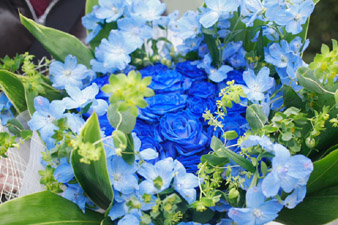 bluerosebouquet3.jpg