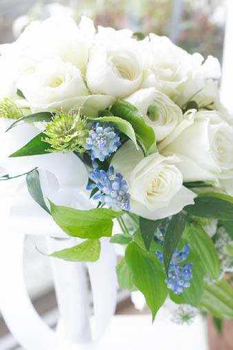 whiterosebouquet.jpg